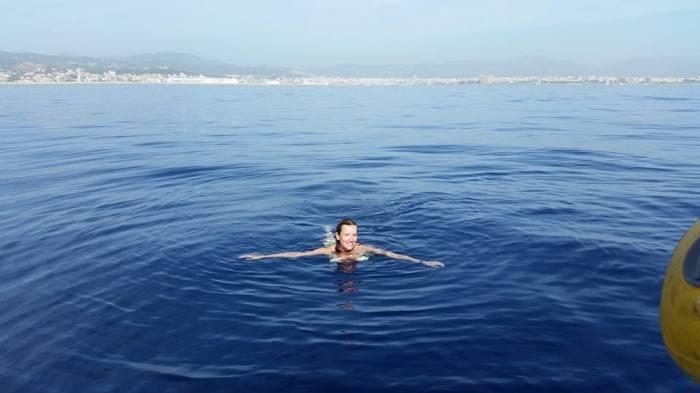 foto nadando en la bahia